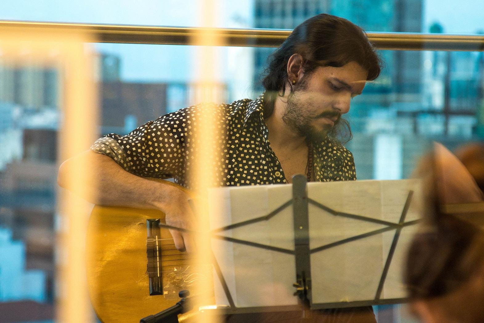 Tatá Aeroplano, João Sobral e Davi Caldeira fazem inédito show com poemas de Drummond musicados por Belchior no Sesc Parque Dom Pedro II