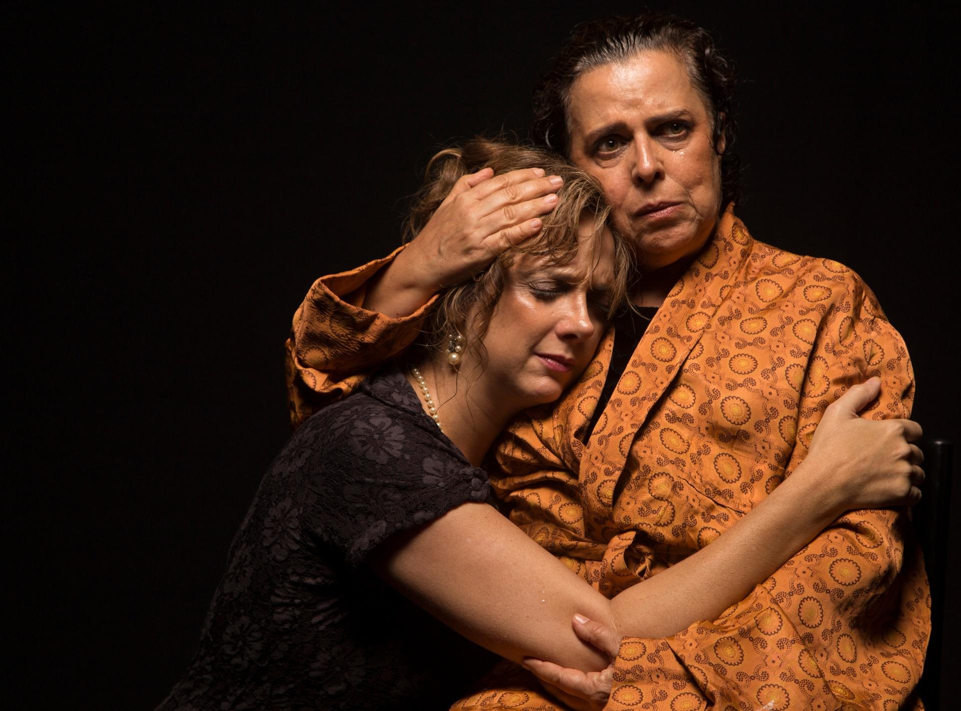 Depois de arrebatar público e crítica, Agosto reestreia em curta temporada de 30/8 a 29/9 no Teatro Porto Seguro